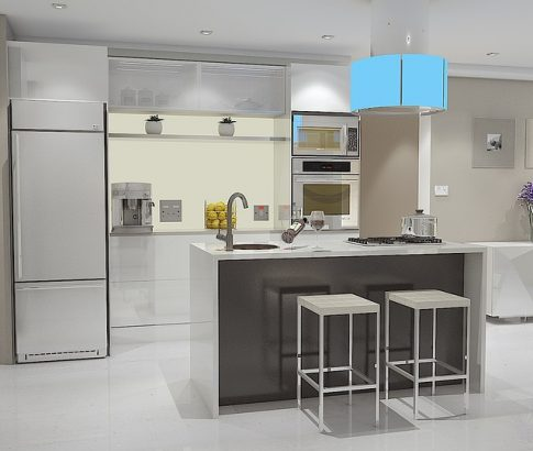 מטבח מודרני בצבע לבן וכסף